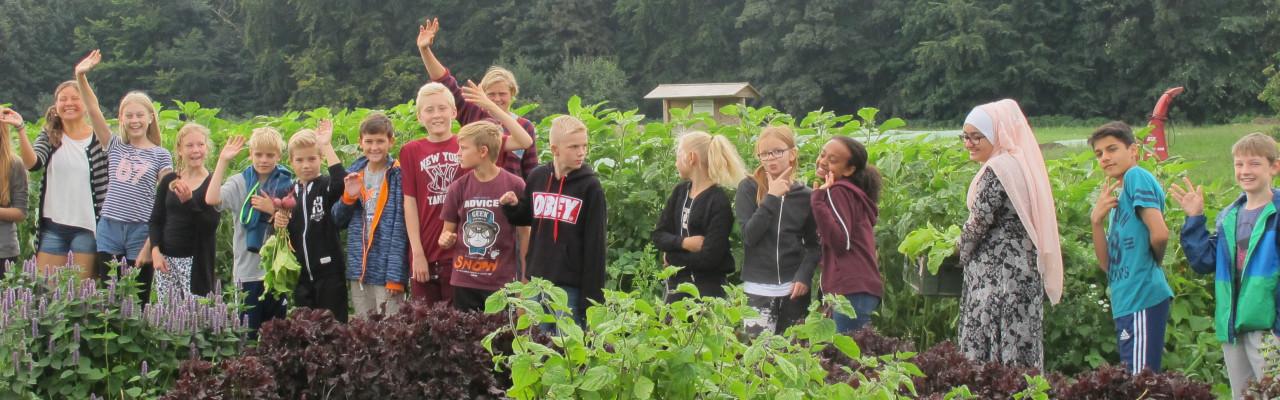 Denne klasse fra Brøndbyøster Skole har gode erfaringer med at arbejde i det fri.