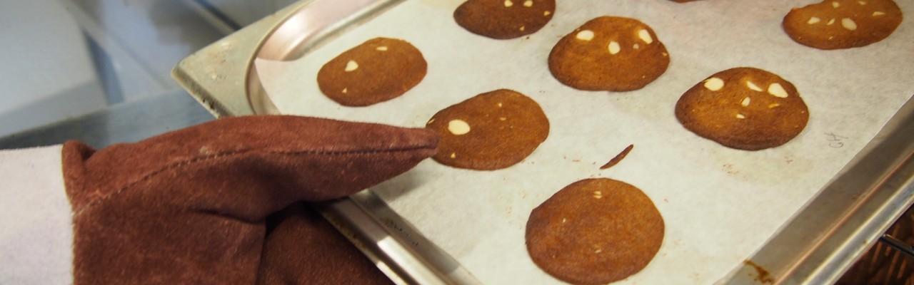 Duften af nybagte brunkager er effektivt til at skabe julestemning. Foto: Mikael Schneider