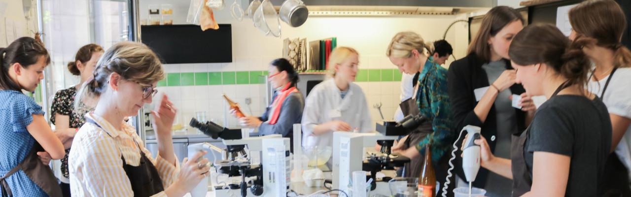 Videnskabsfolk og gastronomer mødes til Gastro-Science-Chef igen i 2021. Her et glimt fra symposiet i 2018. Foto: Julia Sick