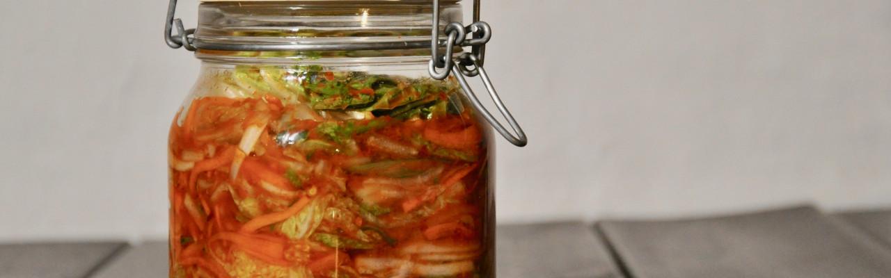 Kimchi skal fermentere i et patentglas i 1-5 dage. Foto: Maria Fast Lindegaard.
