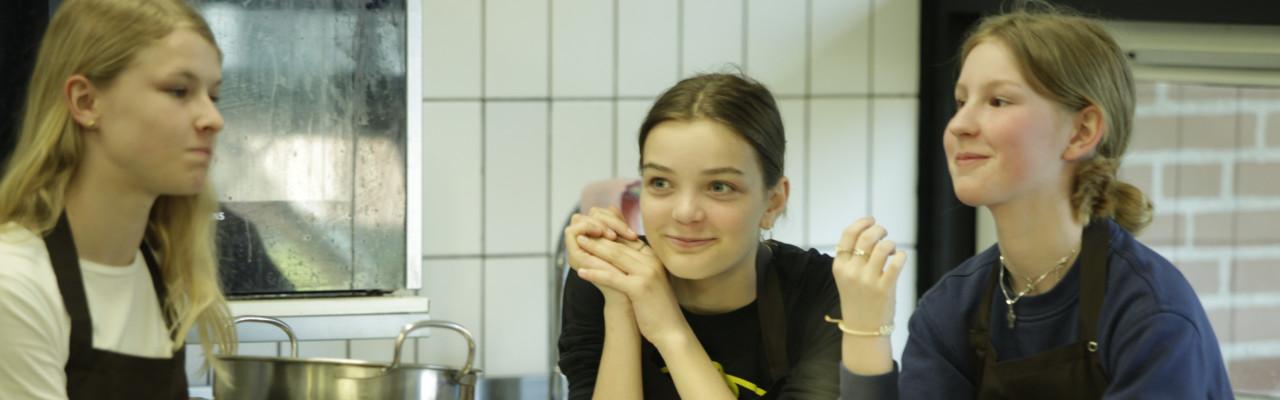 Elever til undervisning i Smag for Livets gastrolab. Foto: Stagbird