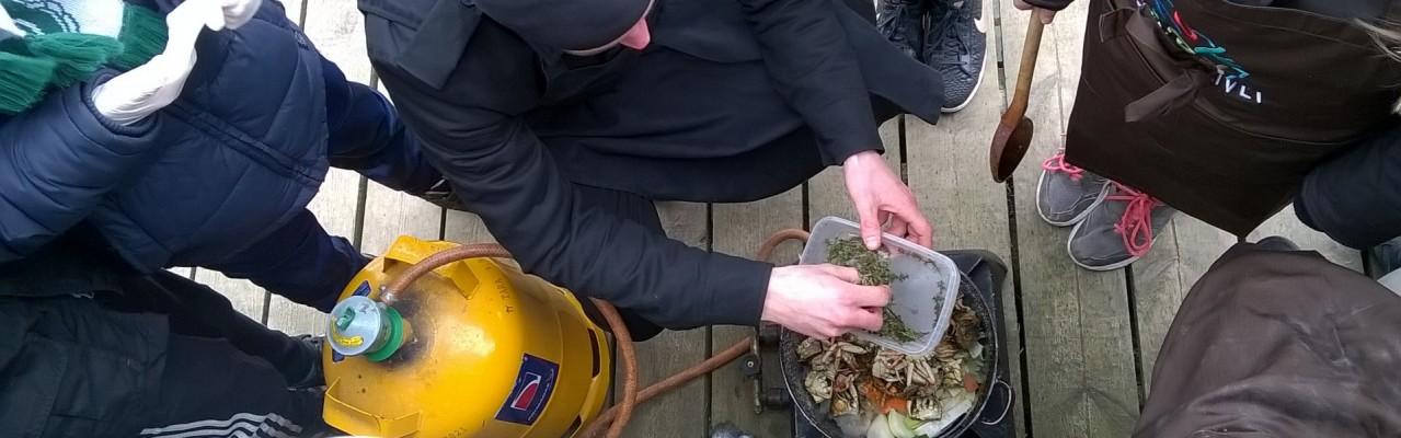 Krabbebisque tilberedt i det fri under forløbet, som denne opskrift også stammer fra. Foto: Majbritt Pless