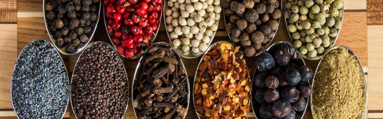 Et godt udvalg af krydderier er en del af et godt basislager i køkkenet. Foto: Pixabay