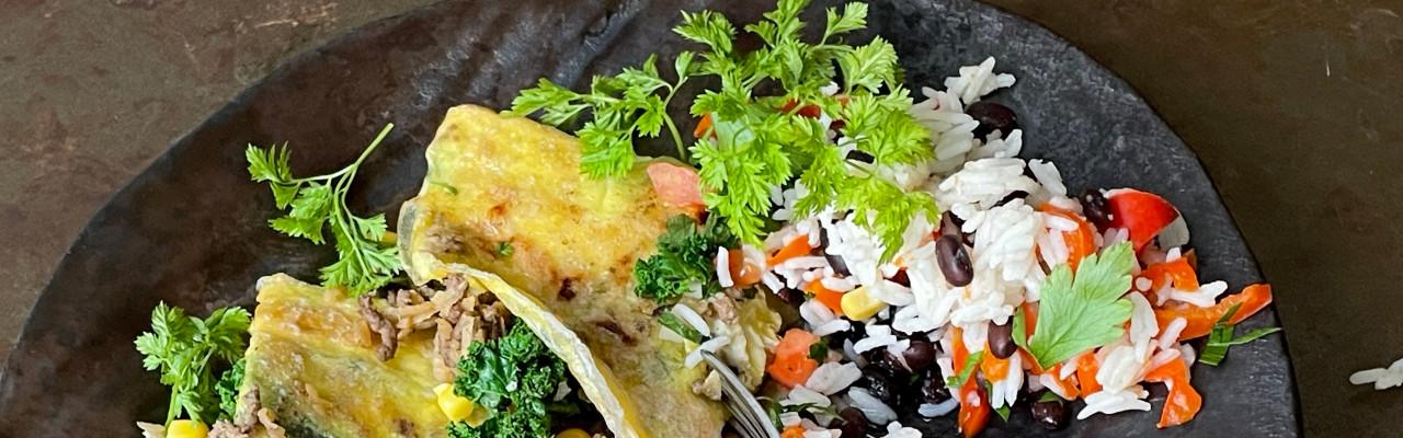 Servering med rizza, ris, bønner, salsa og klima-guacamole. Foto: Styrbæks